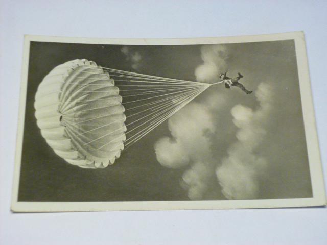 Německý voják - parašutista - pohlednice - 1943