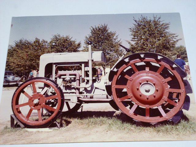 Praga AT 25 - traktor - fotografie