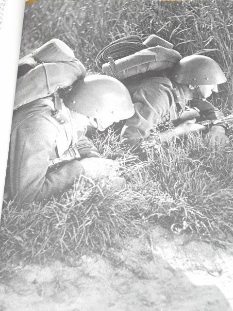 Dvacet let československé armády v osvobozeném státě - Ladislav Sutnar, Jiří Jeníček