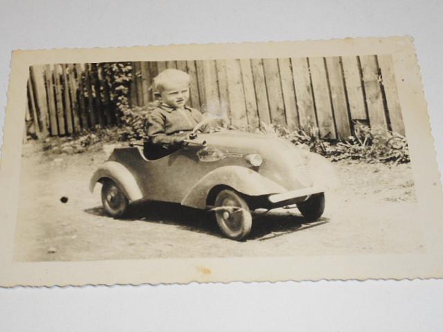 Dětské šlapací autíčko - fotografie