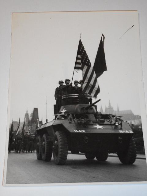 Slavnostní pochod Američanů Prahou 1945 - fotografie