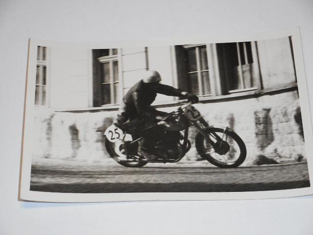 Závodní motocykl - JAWA 350 - fotografie