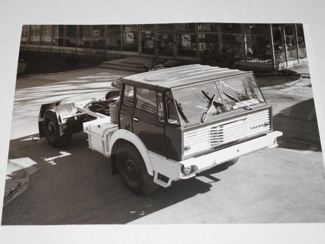 Tatra 813 NT 4 x 4 - tahač návěsů - fotografie