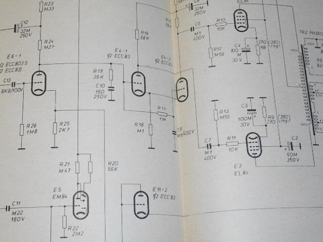Big-beat - přenosný zesilovač pro hudební nástroje - elektrická koncepce - mechanická koncepce - Zbyněk Madej - stavební návod a popis 35 + 42