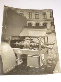 Škoda - detail nástavby hasičského automobilu - fotografie