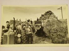 Traktor Zetor , sklizeň - fotografie