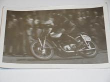 Závodní motocykl - fotografie